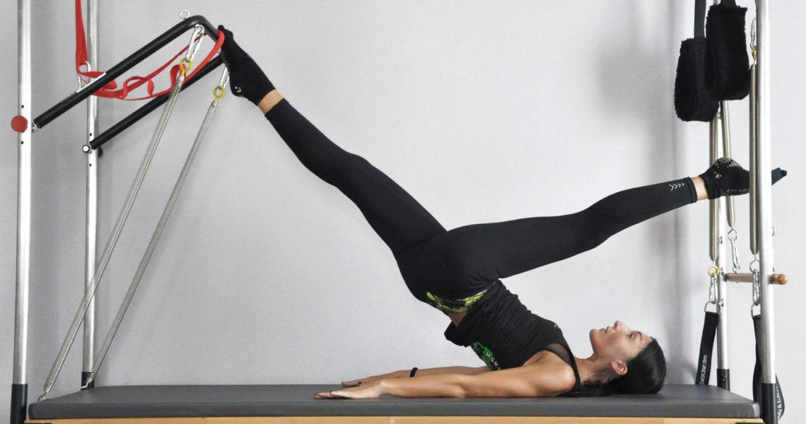 Per eseguire il Pilates in maniera completa, è consigliabile praticarlo non solo a corpo libero, (nel quale sfruttiamo solo il 20/25% della disciplina) ma anche sui famosi grandi Macchinari Pilates:REFORMER – CADILLAC – CHAIR – BARREL.